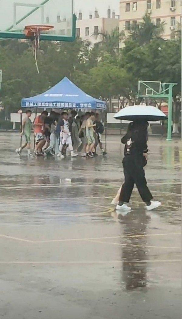 Один зонтик на всех