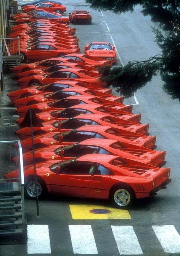 Встреча любителей красных Ferrari