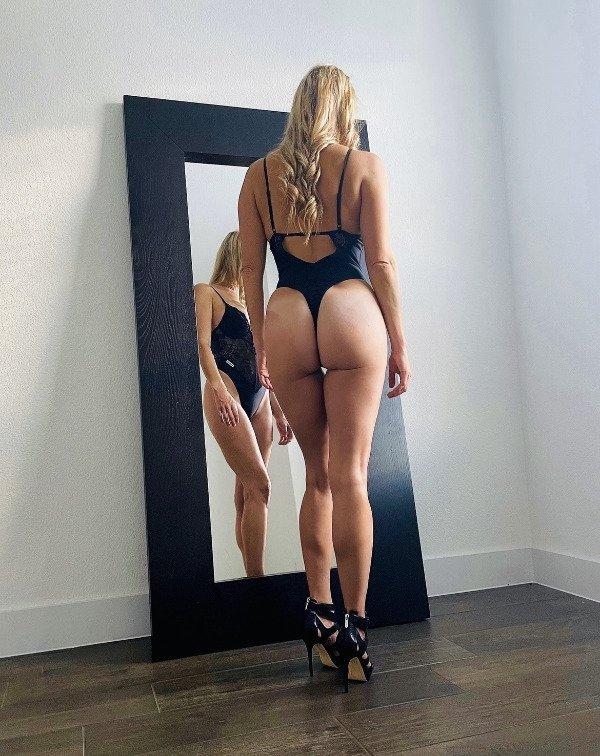 Девушки с красивыми и длинными ногами
