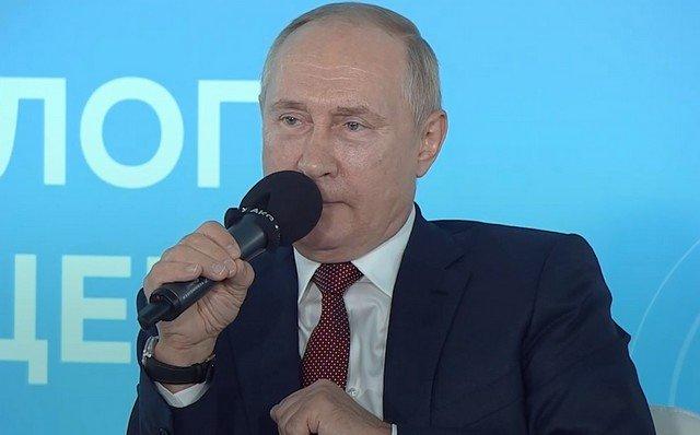 Дмитрий Песков вступился за ученика с Воркуты, который поправил Владимира Путина и подвергся критике