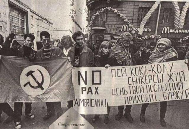 Акция против открытия первого МакДоналдса. Санкт–Петербург, 10 сентября 1996 года