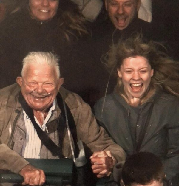 74-летний дедушка на американских горках