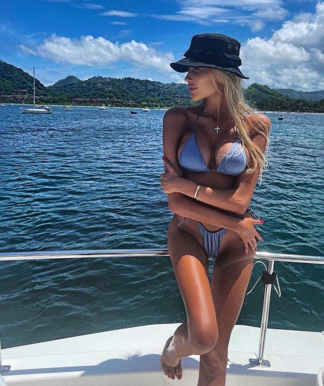 Новая девушка Тимати - блогер Саша Дони (sashadony)  в голубом купальнике