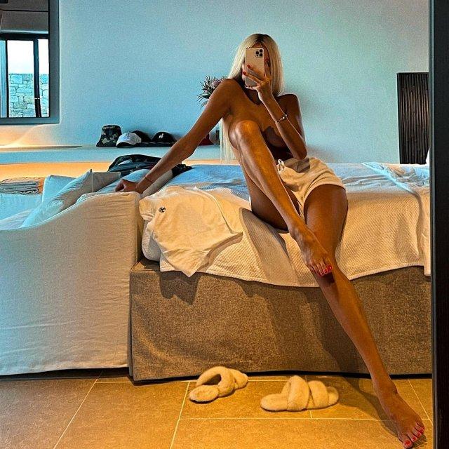 Новая девушка Тимати - блогер Саша Дони (sashadony)  голая в номере