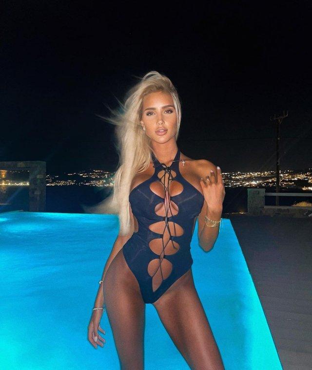 Новая девушка Тимати - блогер Саша Дони (sashadony)  в синем купальнике