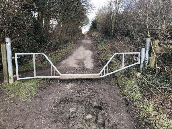 Ворота, которые пропускают лошадей, но не автомобили