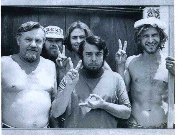 Харрисон Форд (крайний справа) в те времена, когда он работал плотником