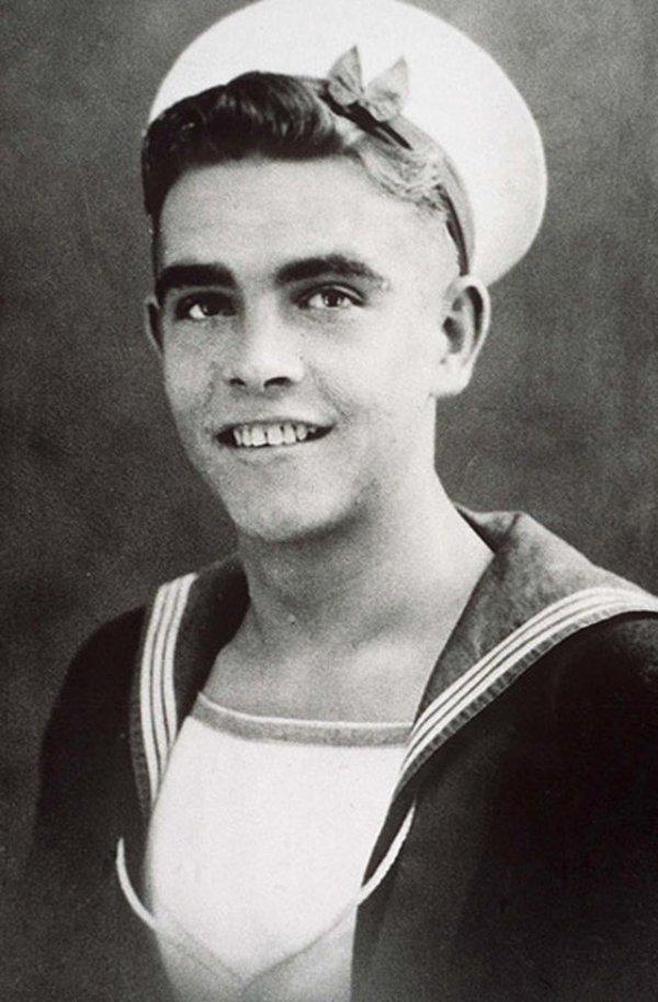 Шон Коннери во время службы в королевском военно-морском флоте Великобритании