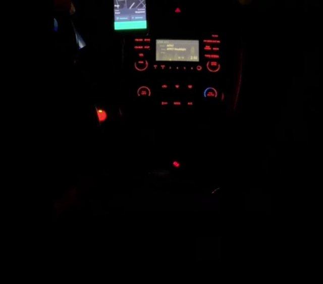Таксист выбросил из машины наглую и глупую клиентку