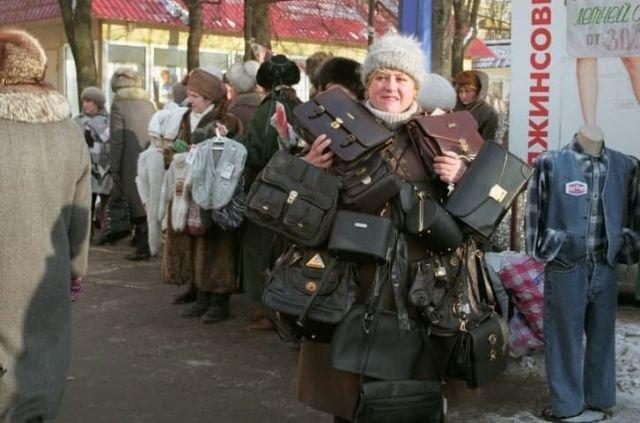 Вещевой рынок в Лужниках, Москва, 1997 год.