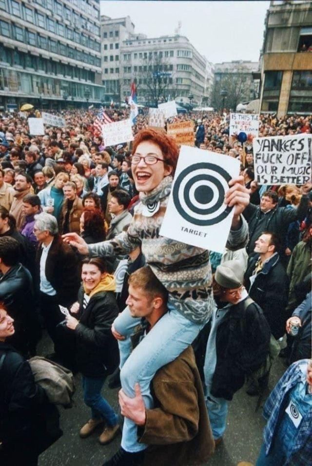 Митинг по случаю начала бомбардировки СРЮ силами НАТО, 1999 год.