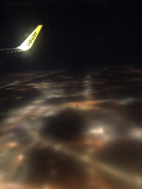 Из-за тумана город с высоты выглядит как картинка, которая не догрузилась