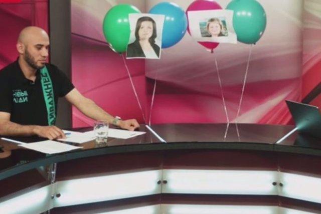 Кандидату в депутаты пришлось проводить дебаты с воздушными шариками