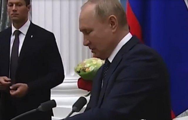"Владимир Путин: ""Мне самому скоро на карантин придётся уйти"""