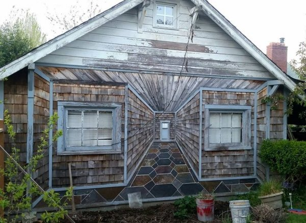 Дачный домик и по совместительству вход в другое измерение