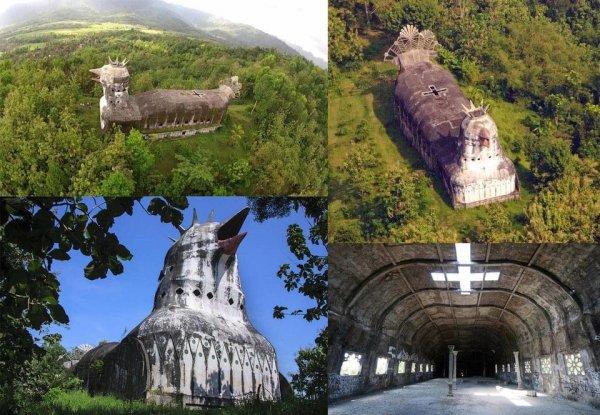 В глубине лесов Индонезии находится заброшенная церковь в форме курицы