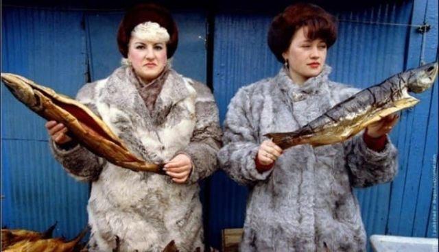 Торговля рыбой на рынке, Петропавловск–Камчатский, март 1993 года.