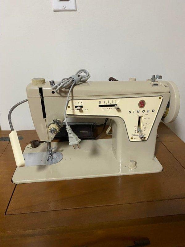 Моя жена унаследовала эту швейную машинку Singer от бабушки. До сих пор прекрасно работает