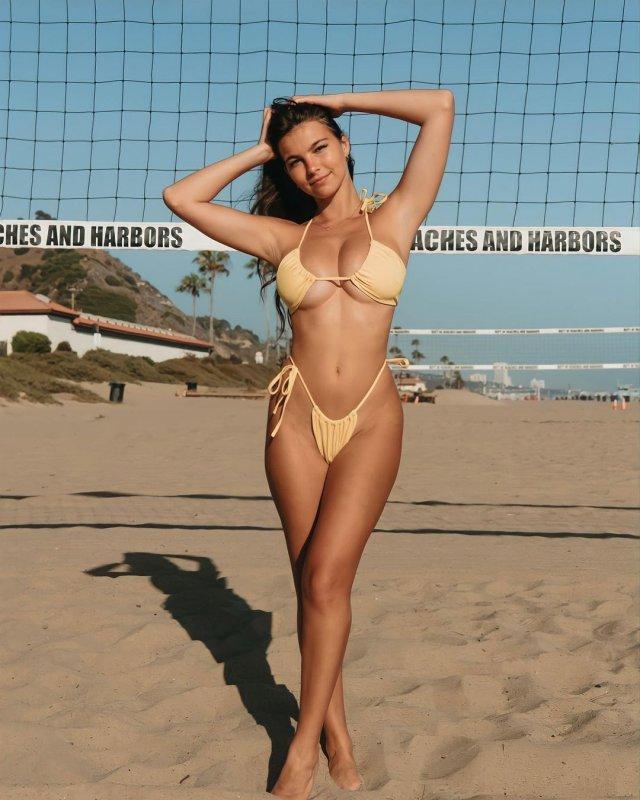 Грейс Бор (Grace Boor) - модель, которая добилась популярности нестандартными формами
