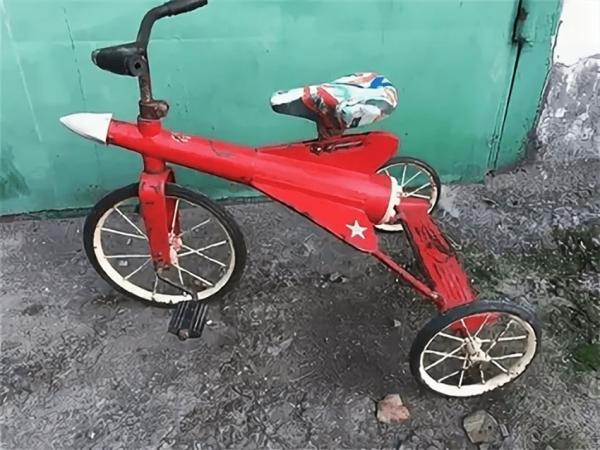 Советский велосипед в виде ракеты