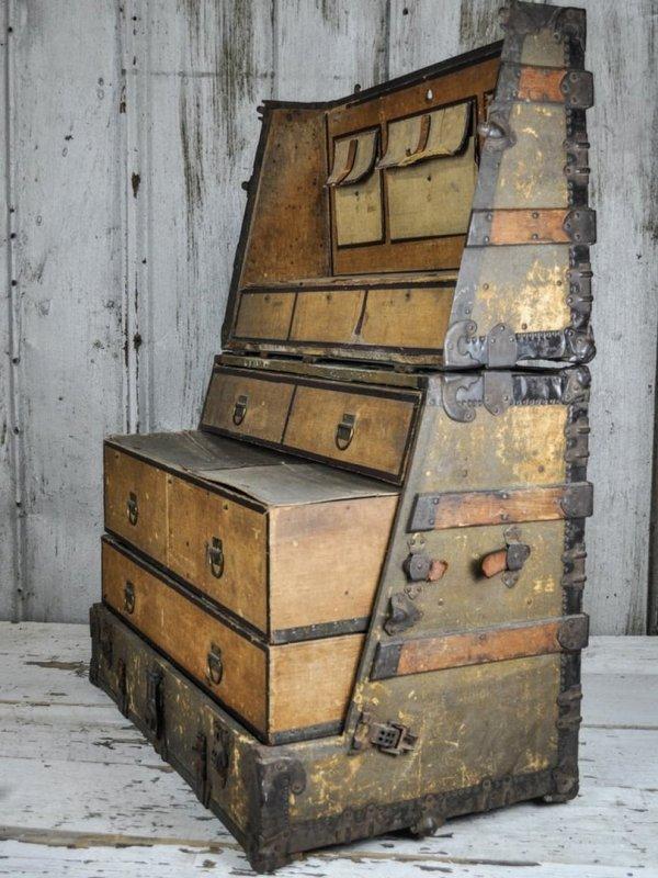 Старинный туристический чемодан, который превращается в шкаф, конец 19 века