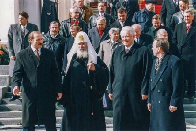 Борис Ельцин, Александр Лукашенко и Патриарх Алексий во время подписания соглашения между Россией и Белоруссией в Москве, 1996 год.