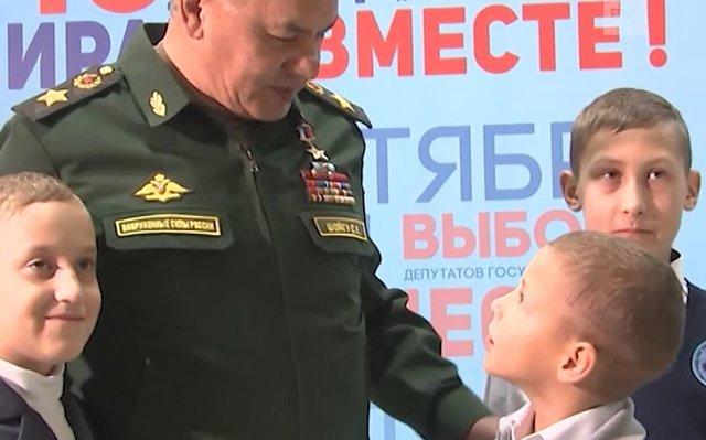 Сергей Шойгу сделал царский подарок мальчику, который хочет стать десантником