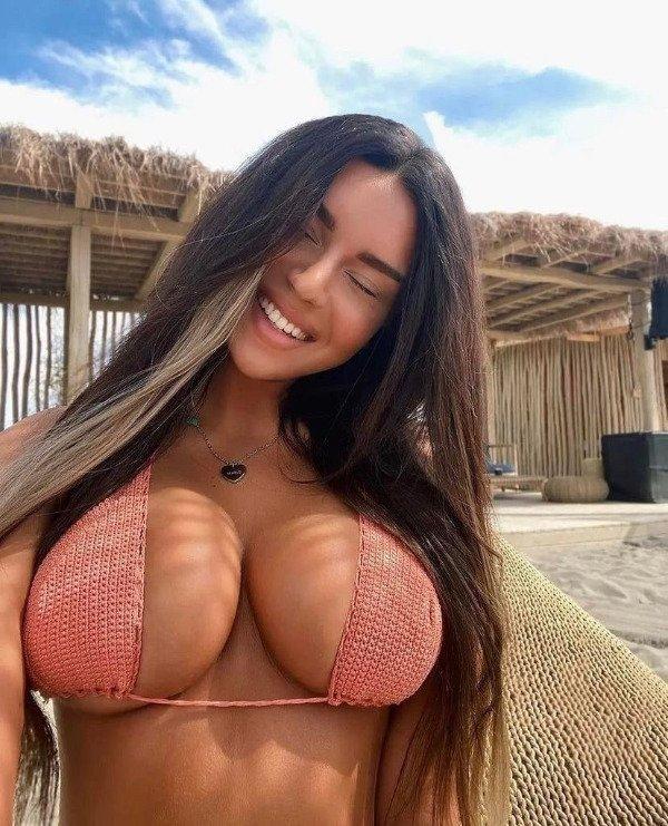Девушки с красивыми улыбками - и не только