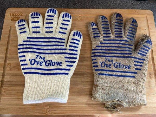 Совершенно новая перчатка и перчатка, которой семь лет