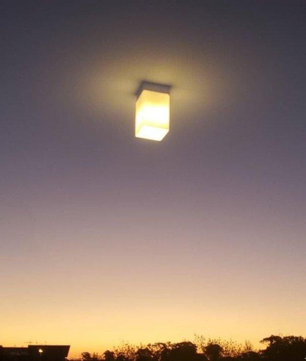 Ничто так не украшает вид из окна, как лампа