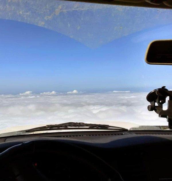 Когда заезжаешь на вершину горы на машине, кажется, что летишь