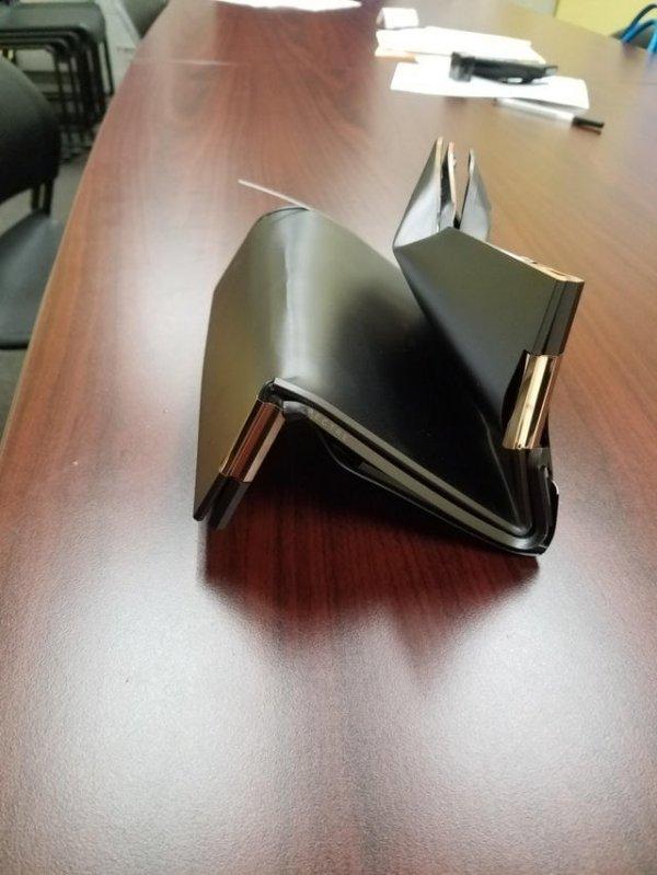 Думаю, что чехол от ноутбука не был пустой, когда попал в мусоропровод