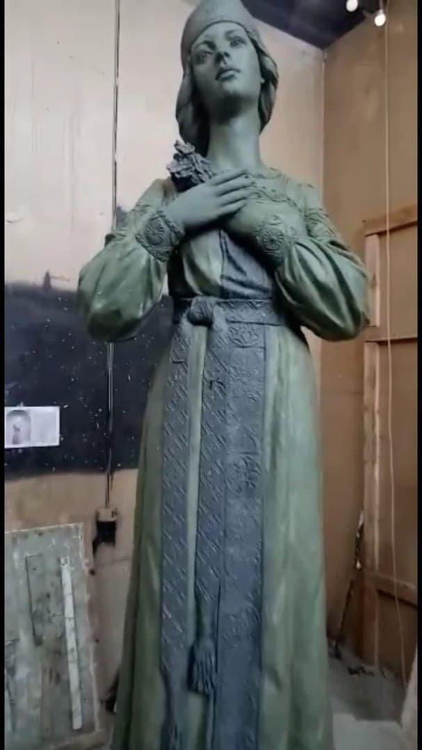 В Нововоронеже показали новый памятник Аленке