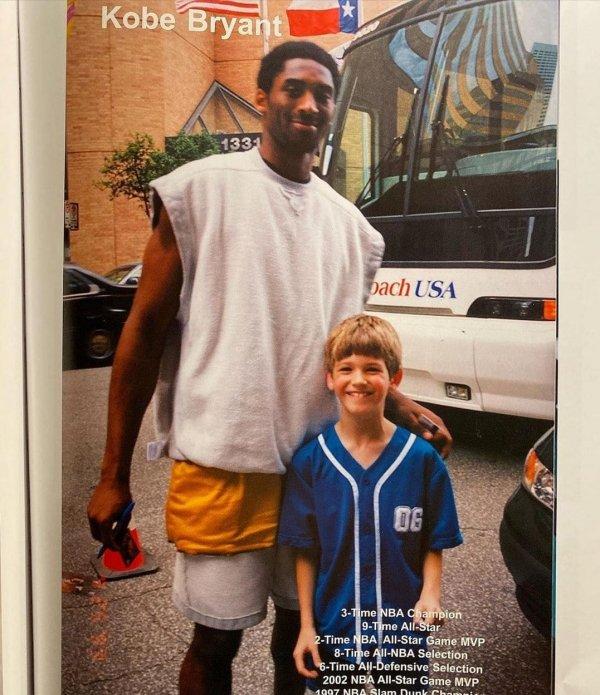 С баскетболистом Коби Брайантом