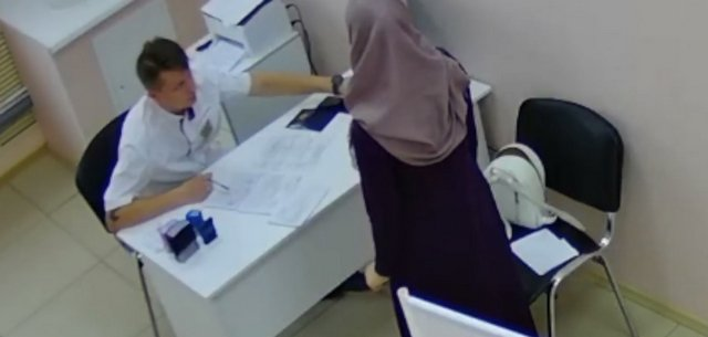 Ревнивый муж-мусульманин накинулся на доктора в Нижневартовске из-за осмотра жены