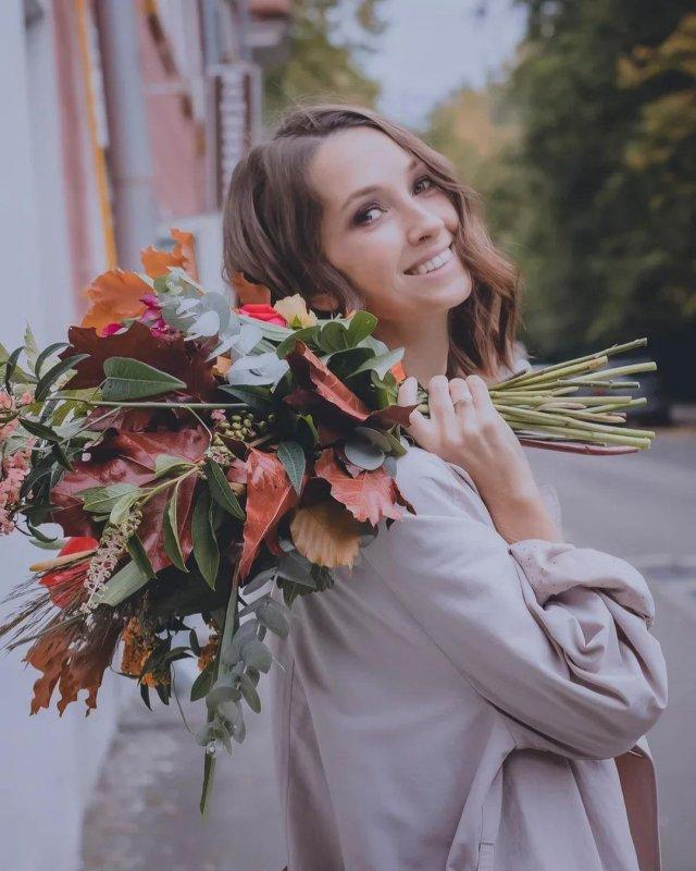 """Анастасия Цветаева - героиня клипа """"Все что тебя касается"""" группы """"Звери"""", которая стала блогером"""