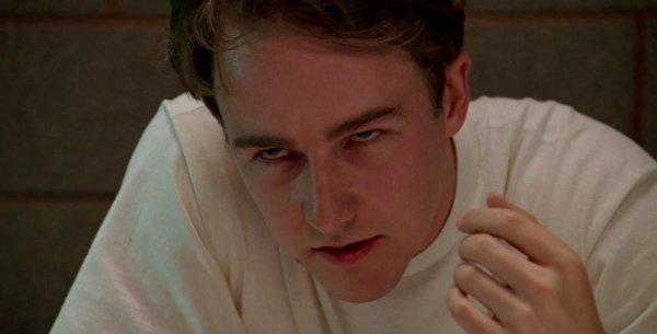 Эдвард Нортон в фильме «Первобытный страх» (1996)