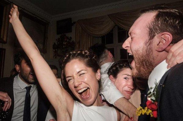 Вся гамма свадебных эмоций на одном фото