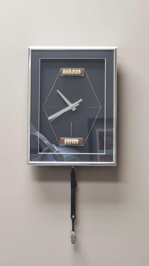 Увидел этот шедевр современного искусства в стоматологической клинике