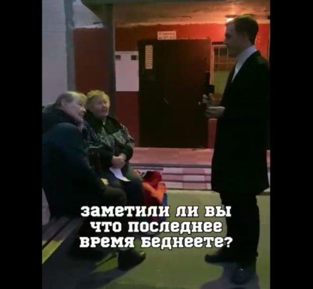 """Пенсионерки жалуются на подорожание продуктов и голосуют за """"Единую Россию"""""""