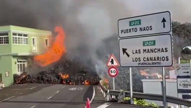 Красивые и страшные кадры: вулкан уничтожает жилые дома на острове Пальма