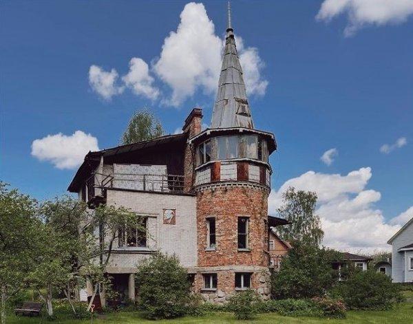 Дом, собранный из обломков эпох