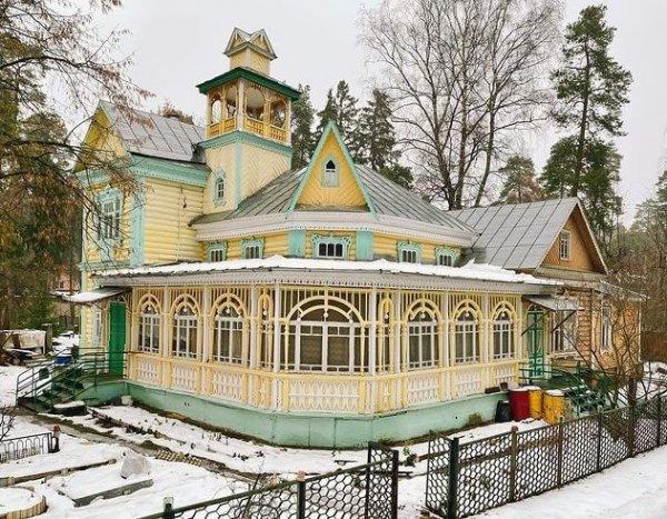 Сказочный дом из посёлка Ильинского