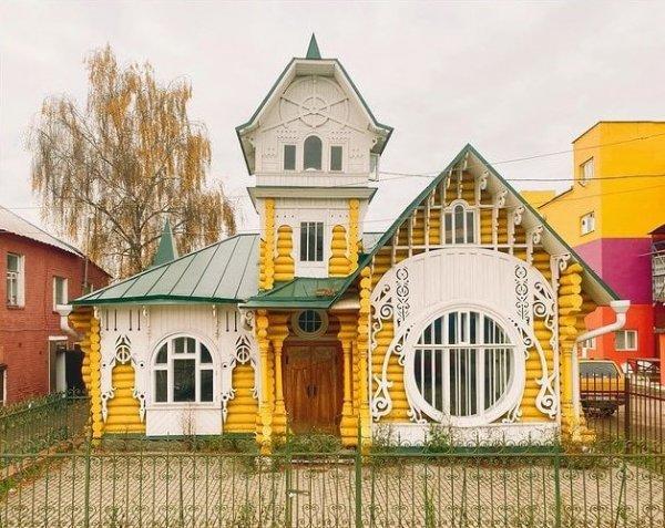 Знаменитый «Теремок» купцов Лужиных в центре города Кимры