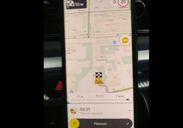 Забавный диалог таксиста и китаянки, которая его не понимает