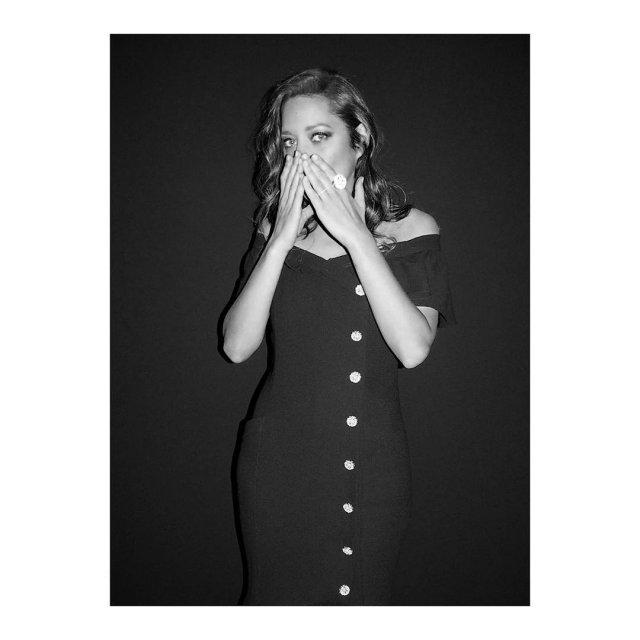 Марион Котийяр - французская звезда,  покорившая драматическую и музыкальные сцены