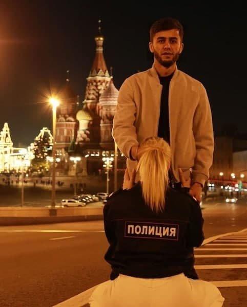 Таджикского блогера Руслана Бобиева собираются выслать после оскорбительного фото на фоне храма