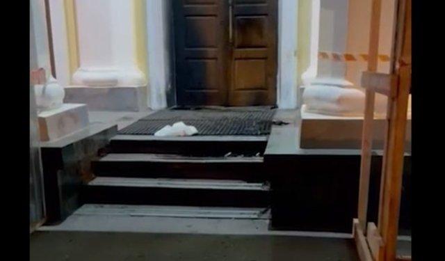В здание правительства Мурманской области кто-то кинул коктейль Молотова