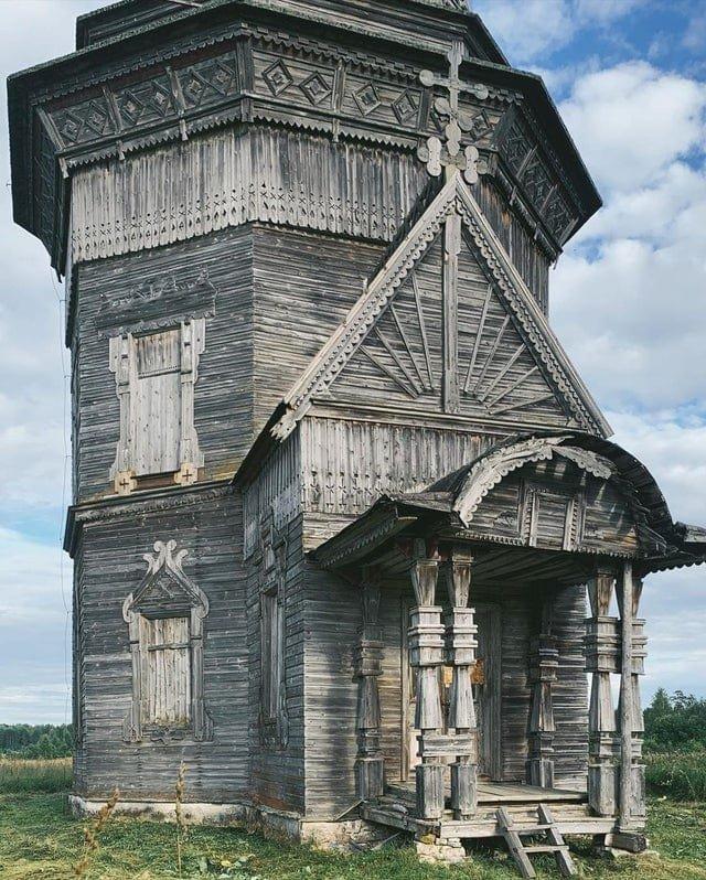 Сретенско-Михайловская церковь в селе Красная Ляга Архангельской области