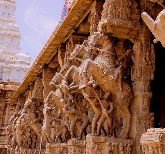 Павильон Ананта-Шеши в храме Ранганатхи в Шрирангаме, Индия